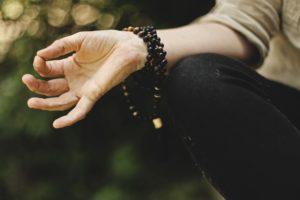 Massage, Waldpavillion, Overath, Bergisches Land, Wildkräuter, Yoga, Mediation, Wochenende, spazieren, Natur, Kräuter, Tine Knauft, Elisabeth Althoff, Wildesgrün, Yoga-trip.de, Achtsamkeit, Natur